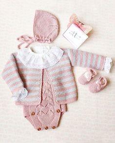 Maravilloso conjuntito artesanal de @dosagujastt Lovely❤️❤️•••Si te gusta déjanos un comentario, nos importa!! Gracias!! #modaespañola #modainfantil #ropaespañola #ropainfantil #hechoenespaña #madeinspain #modaespaña #kidsstyle #niñasconestilo #spain #modainfantilchic #kidsfashion #cutekidsfashion#fashionkids #baby#babygirl#sweetbaby#babyfashion #cutekidsclub#instababy#littlebaby#modainfantilespañola #modainfantilmadeinspain