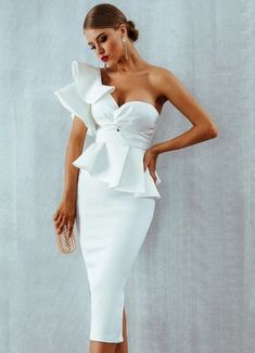 Celebrity Red Carpet Inspired Evening Dress: Bodycon One-Shoulder Ruffled Sleeve Club Dress – A Lark And A Lady How To Make Skirt, Ruffle Sleeve Dress, White Ruffle Dress, Mesh Dress, Beautiful Costumes, Celebrity Red Carpet, Look Chic, Classy Dress, Ladies Dress Design