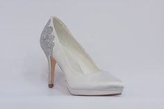 Menbur - nejkrásnější svatební boty, vysoké podpatky, kouzelné romantické lodičky, zdobéná svatební obuv, luxusní modely svatebních bot, trendy svatební boty, k vyzkoušení a zakoupení v obchodě Střevíce a více Peeps, Peep Toe, Trendy, Shoes, Fashion, Moda, Zapatos, Shoes Outlet, Fashion Styles