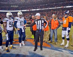 Referee Bill Vinovich shows the coin toSan Diego Chargers and Denver Broncos team captains for the coin toss. Packers Cowboys, Wyoming Cowboys, Denver Broncos Team, Coin Toss, American Football League, Referee, Lions, Nfl, Lion