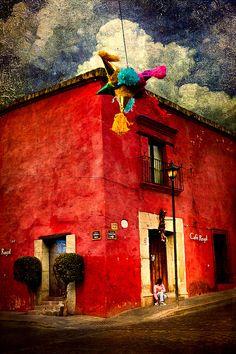More colour from Oaxaca, Mexico. [ MexicanConnexionForTile.com ] #culture #Talavera #handmade