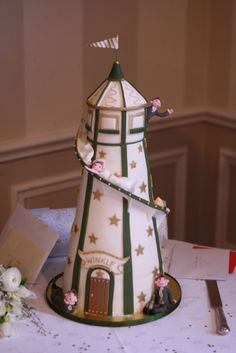Another incredible lighthouse cake. Has anyone made one featuring one of the New England lighthouses? Lighthouse Cake, Lighthouse Wedding, Fancy Cakes, Cute Cakes, Mini Cakes, Beautiful Cakes, Amazing Cakes, Summer Cakes, Cakes For Women