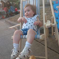 Nuestra feliz modelo en su silla de playa nueva... Me llegaron más hoy consulta por la tuya $18.000 Onesies, Kids, Baby, Clothes, Fashion, Templates, Happy, Beach Chairs, Social Networks