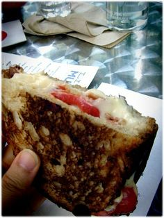 white american single with tomato and bacon all warm and gooey Cheesesteak, Grilling, Bacon, Warm, American, Ethnic Recipes, Food, Crickets, Essen