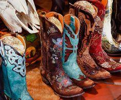 Langar í þessi RAUÐU     Colorful cowboy boots by stevewhis, via Flickr