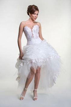 The best wedding dress recommendation for the bride is short vintage wedding dresses with Tea length dress.