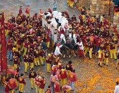 Ivrea italy carnival carnevale battle of oranges arancini