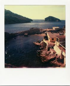 Baie des singes - Cap Croisette #Marseille #LesGoudes #polaroid #mer #plage #BaieDesSinges #restaurant #WE / www.marseillepolaroid2013.com
