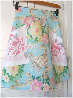 Vintage Tablecloth Apron What a lovely way to continue to use a tablecloth to worn to put on the table. Vintage hankies could be used for the pockets.