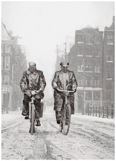 Two cyclists in the snow, Kloveniersburgwal, Amsterdam, - by Kees Scherer - Dutch World Press Photo, Velo Vintage, I Amsterdam, Amsterdam Winter, Amsterdam Canals, Old Cameras, Picture Story, Dutch Artists, Street Photographers