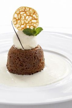Traditional SA-Cape Malay Malva Pudding <3 Malva Pudding, Pudding Cake, South African Recipes, What You Eat, Afrikaans, Restaurant Recipes, Food Styling, Party Planning, Holiday Recipes