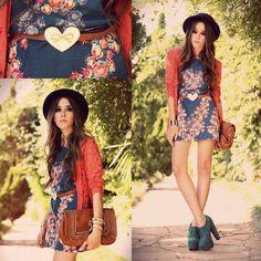 Kalpli kemer, çiçekli elbise, şapka...