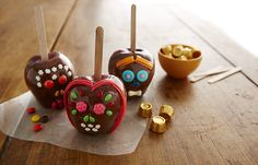 "Day of the Dead Recipes | ROLO ""DAY OF THE DEAD"" APPLE SKULLS"