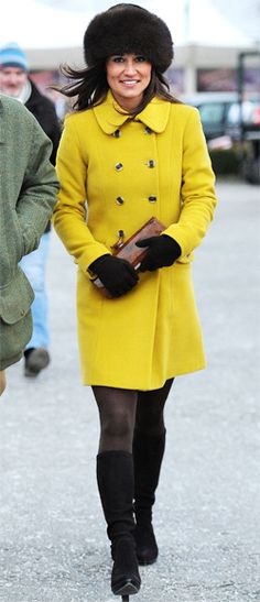 Pippa Middleton looked toasty while taking in the horse races at Cheltenham Festival in Katherine Hooker's mustard coat (before it hit stores! She accessorized the topper with a Cossack fur hat, a Kate Spade clutch, and Aquatalia boots. Kate Middleton Family, Pippa Middleton Style, Kate Spade Clutch, Fur Headband, Yellow Coat, Races Fashion, Winter Chic, In Pantyhose, Royal Fashion