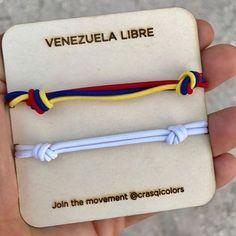 Nos sumamos a la iniciativa #colorsxvenezuela de @crasqicolors para apoyar iniciativas de impacto positivo en Venezuela. El 100% de lo recaudado será donado a fundaciones como @yotengounsueno_ y otras iniciativas grandiosas que ayudan a los venezolanos que atraviesan momentos muy difíciles  Pronto podrás adquirir las pulseras en Disenia.mx y también en Crasqi.com #venezuelalibre