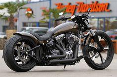 Metzeler Custombike by Thunderbike Customs