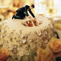 topper fell in cake