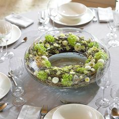 Perfect for a centerpiece. Simple but elegant Table Arrangements, Floral Arrangements, Green Centerpieces, Easter Flowers, Arte Floral, Deco Table, Decoration Table, Fresh Flowers, Flower Decorations