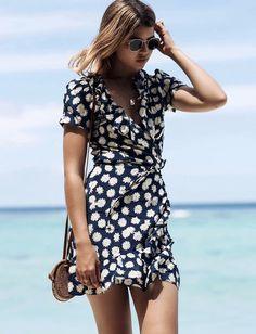 Les robes portefeuilles sont décidément les plus flatteuses ! (robe Realisation Par - photo Talisa Sutton)