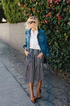 Façon pantacourt avec une veste en jeans.
