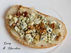Tosta de pera, queso azul y nueces.