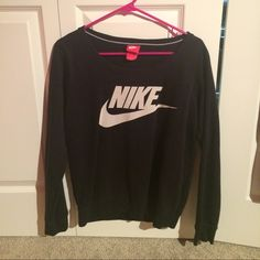 NIKE crewneck sweatshirt Black, size small. Got this sweatshirt as a gift and it hasn't left my closet. Really comfortable. There are no holes, stains, or tears. In perfect condition Nike Tops Sweatshirts & Hoodies