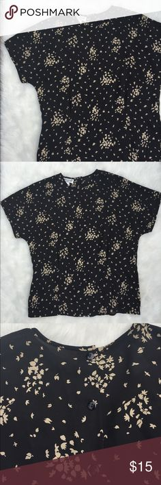VINTAGE FLORAL PRINT BLOUSE Vintage floral print blouse. 100% Polyester. Button up back. Vintage Tops Blouses
