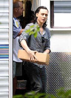 TH with his Loki hair. Dark is such a good look for him.