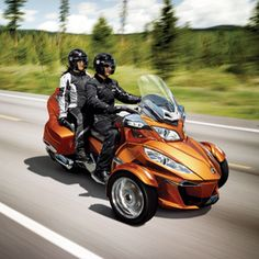 2014 Can-Am Spyder RT: The Three-Wheeler Bulks Up