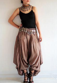 Hippie pants / funky pants / wide pants Available in size M,L Source by clothes design Mode Hippie, Mode Boho, Hippie Pants, Boho Pants, Harem Pants Outfit, Genie Pants Outfit, Women's Pants, Jogger Pants, Dress Pants