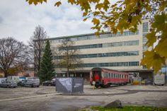 Tabakfabrik Linz: Das künftige Zuhause von Netural in der Außenansicht. Der alte Waggon wird noch an das Gebäude angebunden und dient künftig als Zugangsbereich.