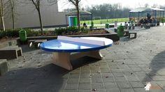Pingpongtafel Rond Blauw bij 2College Cobbenhagen, 'achterom' in Tilburg