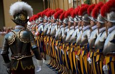 Die Schweizergarde, Marsch der Schweizer Garde im Vatikan (Lembke) [only for education as a stimulus for new works (fair use)] Military Guard, Military Personnel, Military Uniforms, Santa Sede, Swiss Guard, Standing At Attention, Honor Guard, Landsknecht, Vatican City