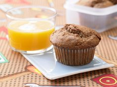 Schoko-Muffins mit Haferflocken - Kinderfrühstück (7–14 Jahre) - smarter - Kalorien: 340 Kcal - Zeit: 15 Min.   eatsmarter.de Ein gesundes Frühstück für Kinder.
