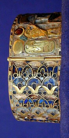*EGYPT ~ Lapis and Gold bracelet : from the treasure of the royal tombs Tanis, ca. Old Egypt, Egypt Art, Historical Artifacts, Ancient Artifacts, Collier Antique, Egypt Jewelry, Ancient Egyptian Jewelry, Temples, Ancient Civilizations