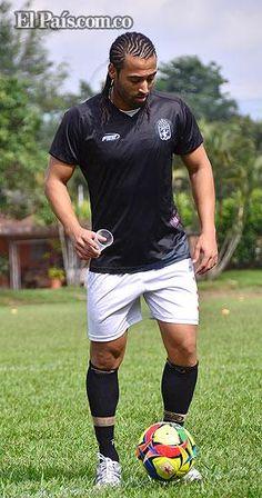 Junior Paraíba debutaría el lunes con el América de Cali El volante brasileño no ha podido debutar oficialmente con la camiseta escarlata por sus reiteradas lesiones musculares que ha padecido desde hace 8 meses. Al parecer jugaría el próximo lunes.
