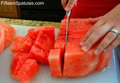 How to pick a superstar watermelon and cut it up. Good to know--I've been picking watermelons completely wrong! I have been doing some of these now i can pick a perfect Watermelon Healthy Snacks, Healthy Recipes, Easy Recipes, Baking Tips, No Cook Meals, Food For Thought, Food Hacks, Love Food, Just In Case