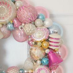 BEAUTIFUL wreath of vintage ornaments