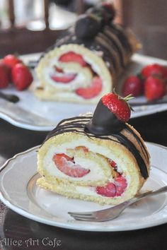 Learn how to bake this amazing swiss cake roll with chocolate covered strawberries <3 #strawberries #diy #baking #dessert #cream #chocolate #roll #cake #aliceartcafe