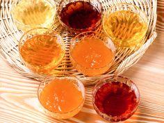 Ci sono molte varietà di #mieli, dipendono dal #nettare e dalle #fioriture presenti sul #territorio. In #ValdiSole sono molto pregiate le varietà di #miele di #tarassaco e #melo, #millefiori, #rododendro, #melata di #bosco, #castagno, #tiglio, #ciliegio, #acacia, sono le qualità d'eccellenza del #Trentino. #TrentinoGusto, #TrentinoNatura.