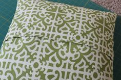 Tutorial for envelope pillows.  Easy to remove cover makes for easy changing out.