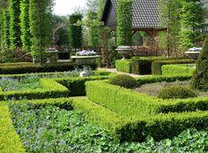 Formal Renaissance garden / formele Renaissance tuin   Design and photo: www.hetbuitenland.nl / Marijn Vereijken