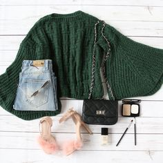 Upgrade your old favorite sweaters to a few new stylish ones! #sweater #womensweater #sweaterweather #fallfashion #romwe
