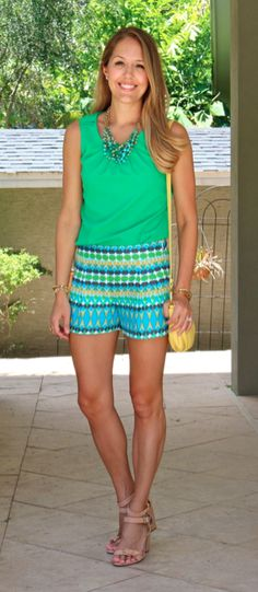 567724819a8eb Emerald top, printed shorts, yellow purse Casual Summer Outfits, Short  Outfits, Cute