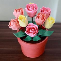 Modeling chocolate flowers and pot class Chocolate Flowers, Chocolate Art, Chocolate Cakes, Cake Decorating Tips, Cookie Decorating, Gum Paste Flowers, Fondant Tutorial, Modeling Chocolate, Sugar Craft