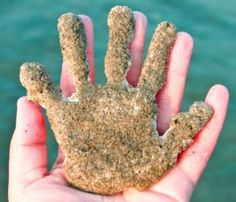 15 Indispensable Beach Hacks Seen on Pinterest: Make sand cast souvenirs on the beach