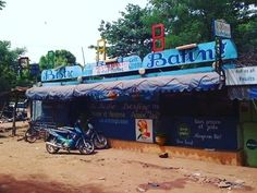 "thatchillaxdude.com #thatchillaxdude  Have a 1-2 day stay in Bamako Mali? Check out this ""locals only"" restaurant featuring a half-chicken & rice meal for 2000 CFA ($3.80 USD)  #instalike #travel #instatravel #worldtravel #walkabout #wanderlust #wander #wandern #notallwhowanderarelost #urbanexploration #explore #natgeo #followyourarrow #sightseeing #tourism #vacation #holiday #livelikealocal #africa #mali #bamako #lebafing"