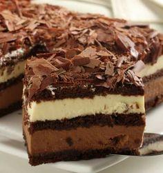 Postre de chocolate, trufas de chocolate de leche y ripio de chocolate