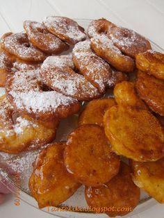 Tante Kiki: Λουκουμάδες και τηγανίτες μήλου! Greek Sweets, Greek Desserts, Mini Desserts, Greek Recipes, Beignets, Breakfast Recipes, Dessert Recipes, Sweets Cake, Cupcakes