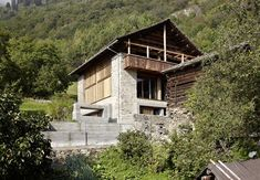 This single family house built from an old farm back in 2009 by Ruinelli Associati Architetti is located in Soglio, Switzerland. Chalet Design, House Design, Barn Renovation, Farmhouse Renovation, Chalet Canada, Le Ranch, Swiss House, Barn Pictures, Small Barns
